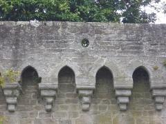 Anciens remparts - Remparts de Vannes (Morbihan, France): mâchicoulis surplombant la partie romaine