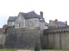 Anciens remparts - Français:   Remparts de Vannes (Morbihan, France): éperon de la Garenne