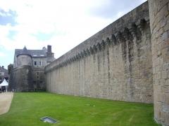 Anciens remparts - Français:   Remparts de Vannes (Morbihan, France): partie située entre la tour du Connétable et l\'éperon de la Garenne