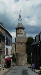 Beffroi - Français:   Beffroi de Besse coiffant la porte du Meze à Besse-et-Saint-Anastaise (Puy-de-Dôme), France