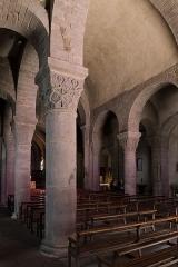 Eglise Saint-André - Français:   Église Saint-André de Besse-et-Saint-Anastaise: piliers de la nef.