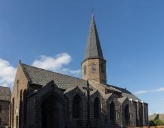 Eglise Saint-André - Français:   Église Saint-André de Besse-et-Saint-Anastaise: façade sud.