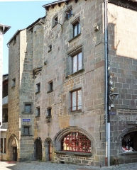 Maison dite de la reine Margot - This building is indexed in the base Mérimée, a database of architectural heritage maintained by the French Ministry of Culture,under the reference PA00091898 .