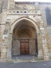 Eglise Saint-Cerneuf - Français:   Porche nord de l\'église Saint-Cerneuf de Billom (63).