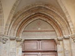 Eglise Saint-Cerneuf - Français:   Portail nord de l\'église Saint-Cerneuf de Billom (63). Inscription en latin.