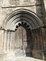 Eglise Saint-Cerneuf - Français:   Portail occidental de l\'église Saint-Cerneuf de Billom.