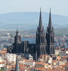 Cathédrale Notre-Dame - English:  Clermont-Ferrand cathedral seen from Montjuzet Park. Camera: Canon Powershot A610. Original picture cropped and edited