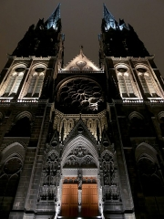 Cathédrale Notre-Dame - English: Sight, by night, of the top of Notre-Dame de l'Assomption cathedral, in Clermont-Ferrand, Puy-de-Dôme, France.