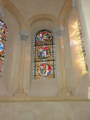 Eglise Notre-Dame-du-Port - English: Basilique Notre-Dame du Port in Clermont-Ferrand. Stained glass window.