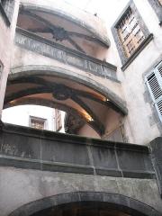 Hôtel Savaron - Français:   Hôtel Saveron, 3 rue des Chaussetiers à Clermont-Ferrand