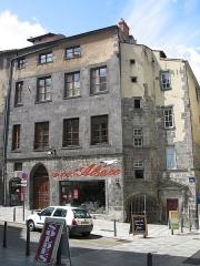 Hôtel Savaron - Français:   Clermont-Ferrand, France. Maison au coin de la rue Terrasse et de la rue des Chaussetiers.