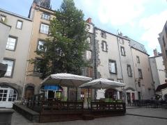 Maison - Français:   Rue-place de la Coifferie et maison 6 rue de la Coifferie, Clermont-Ferrand, Puy-de-Dôme, Auvergne.