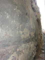Temple de Vasso Galate (murailles dites des Sarrasins) - English: Wall of the Saracens, last remaining wall of the Temple of Vasso Galate. Close view. Clermont-Ferrand, France.
