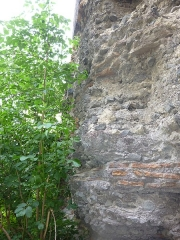 Temple de Vasso Galate (murailles dites des Sarrasins) - English: Wall of the Saracens, last remaining wall of the Temple of Vasso Galate. Close up. Clermont-Ferrand, France.