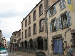 Ancienne halle aux toiles, à Montferrand -  Ancienne halle aux toiles de Montferrand. 3, 5 rue du Séminaire à Clermont-Ferrand