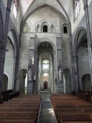 Eglise Saint-Victor-et-Sainte-Couronne - Français:   Vue vers l\'occident du chœur de la collégiale Saint-Victor et Sainte-Couronne d\'Ennezat (63).