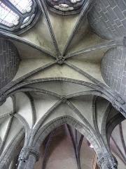 Eglise Saint-Victor-et-Sainte-Couronne - Français:   Voûtes d\'une des chapelles du déambulatoire de la collégiale Saint-Victor et Sainte-Couronne d\'Ennezat (63).