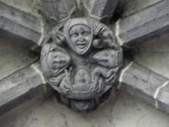 Eglise Saint-Victor-et-Sainte-Couronne - Français:   Clef de voûte de la partie gothique de la collégiale Saint-Victor et Sainte-Couronne d\'Ennezat (63).