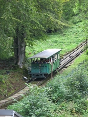 Funiculaire des Capucins - English: Riding up car of the funiculaire du Capucin in the Mont-Dore (Puy-de-Dôme, France).