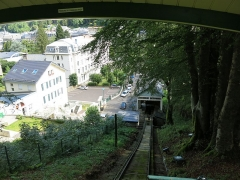 Funiculaire des Capucins - English: Arrival into the low station of the funiculaire du Capucin in the Mont-Dore (Puy-de-Dôme, France).