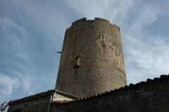 Ruines de la tour du château fort - Français:   Donjon de Montpeyroux (Puy-de-Dôme)