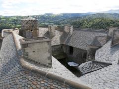 Ruines du château fort - English:   Roofs of the Murol castle (Puy-de-Dôme, France).