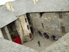 Ruines du château fort - Haut-Cour, Château de Murol, Puy-de-Dôme, France
