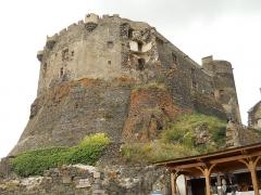 Ruines du château fort - Français:   Château de Murol, Puy-de-Dôme, France
