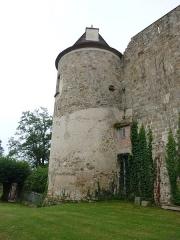 Château - English: Château de Ravel, Ravel, France. Historical monument. Tower.