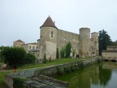 Château - English: Château de Ravel, Ravel, France. Monument historique. East wing and main entrance.