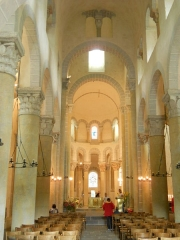 Eglise Saint-Nectaire - Français:   Nave centrale, Église de Saint-Nectaire, Saint-Nectaire, Puy-de-Dôme, France