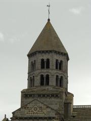 Eglise Saint-Nectaire - Français:   Tour, Église de Saint-Nectaire, Saint-Nectaire, Puy-de-Dôme, France
