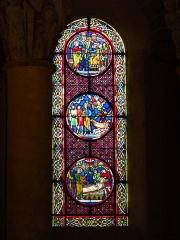Eglise Saint-Nectaire - Français:   Vitrail, Église de Saint-Nectaire, Saint-Nectaire, Puy-de-Dôme, France
