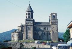 Eglise Saint-Nectaire - Français:   Église de Saint-Nectaire, un matin de 1982. Photo prise par mon grand-oncle Marcel Besnard (1913-1998).