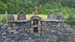 Deux croix de chemin - Français:   Lomprat, commune de Saint-Pierre-Colamine, une des deux croix classée MH.