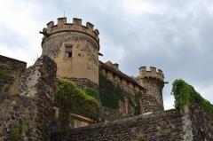 Ancien château fort - Français:   Château de Saint-Saturnin