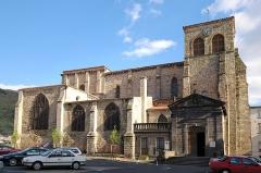 Eglise Saint-Genès - English:   Saint-Genès church in Thiers (Auvergne, France), 12th century.