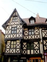 Ancien hôtel du Charriol, dit château ou maison du Piroux -  Château du Pirou, vieille ville de Thiers