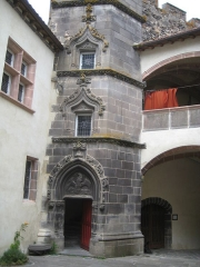 Château fort de Tournoël - Français:   Château de Tournoël, tour renaissance
