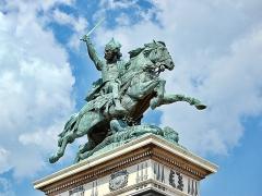 Statue de Vercingétorix - Magyar: Frédéric Bartholdi Vercingetorix-szobra Clermont-Ferrandban, a Place de Jaude-on