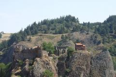 Restes du Château fort - Français:   Château d\'Arlempdes depuis la route