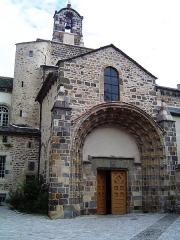 Eglise Saint-Pierre - English: Église Saint-Pierre de Blesle, façade