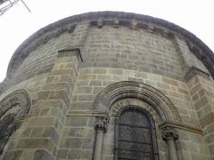 Eglise Saint-Pierre - Église Saint-Pierre de Blesle (43). Extérieur.