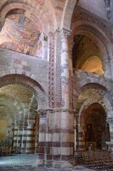 Basilique Saint-Julien - Français:   Narthex de la basilique de Brioude, Haute-Loire, France