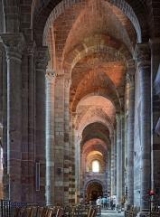 Basilique Saint-Julien - Français:   Collatéral sud de la basilique de Brioude, Haute-Loire, France