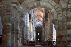 Basilique Saint-Julien - Français:   Vaisseau central de la basilique de Brioude, Haute-Loire, France