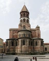 Basilique Saint-Julien - Français:   Basilique Saint-Julien de Brioude vue depuis le chevet.