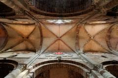 Basilique Saint-Julien - Français:   Voûte de la nef de la basilique Saint-Julien de Brioude.
