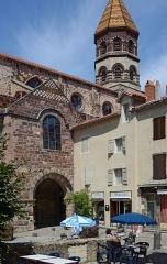 Basilique Saint-Julien - Français:   Façade sud de la basilique de Brioude, Haute-Loire, France