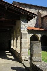 Prieuré - English: Priory of Chanteuges (Prieuré de Chanteuges), France. Cloister.  West gallery viewed from the SW corner.